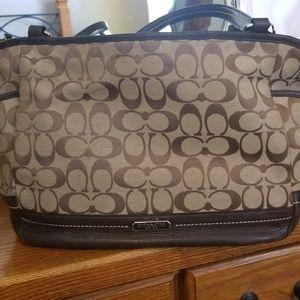 Coach purse (F23297)